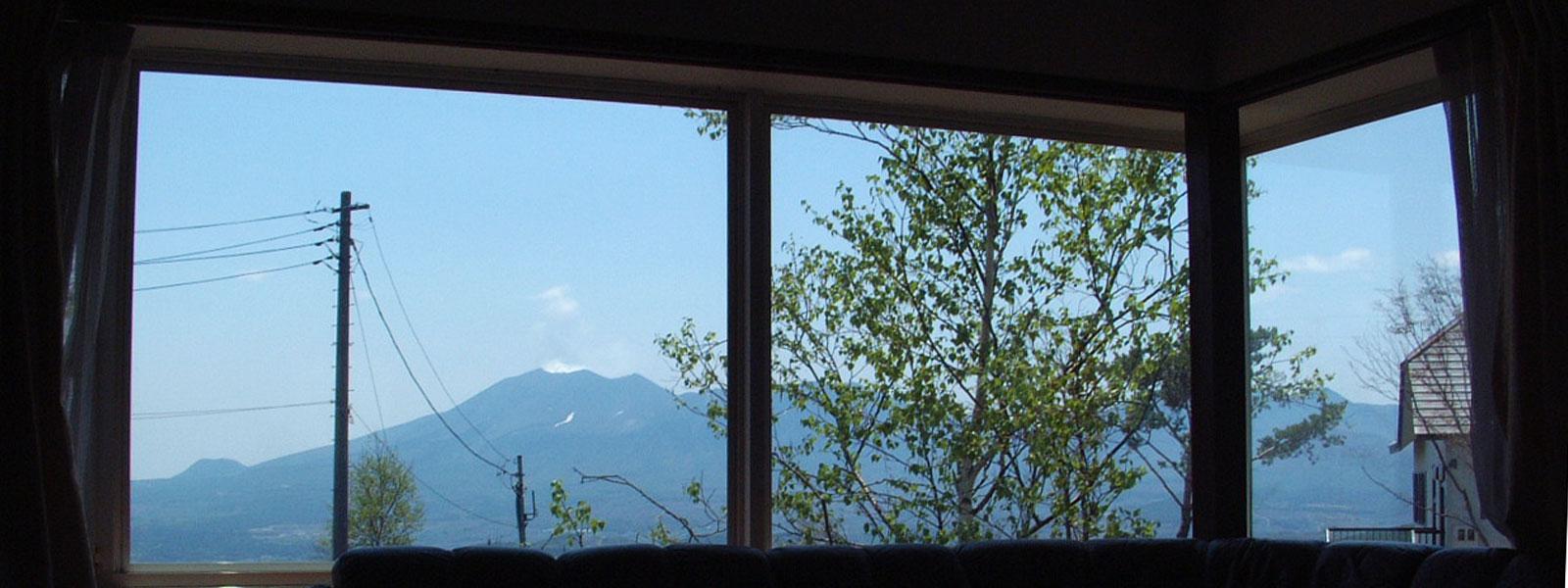 コテージの窓からの景色が素敵です