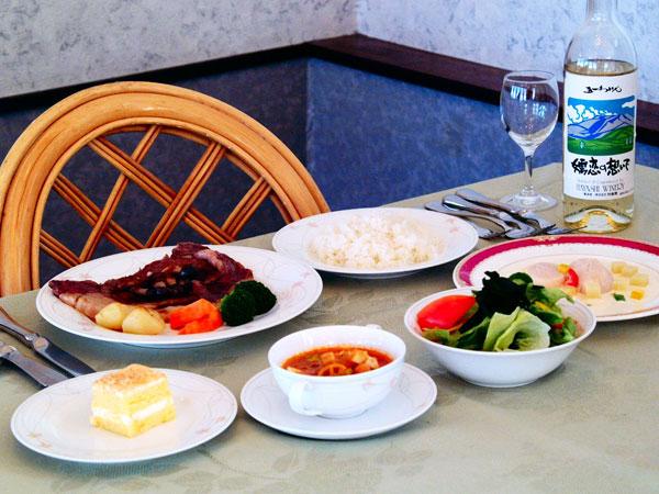 専用レストラン・夕食の一例